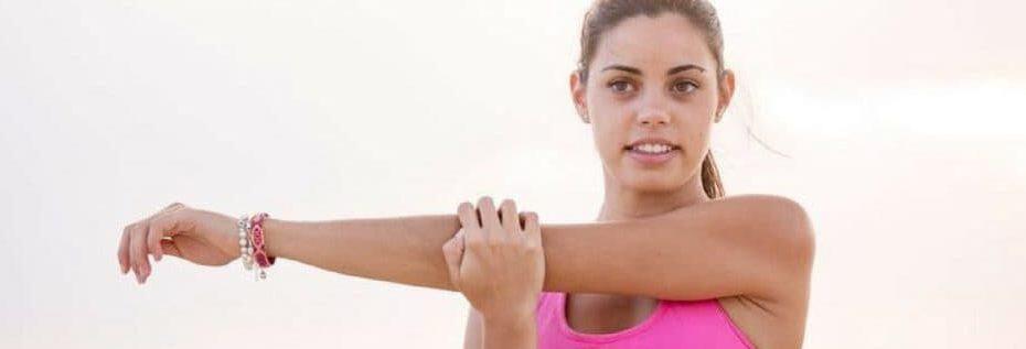 estiramiento muscular del brazo y triceps