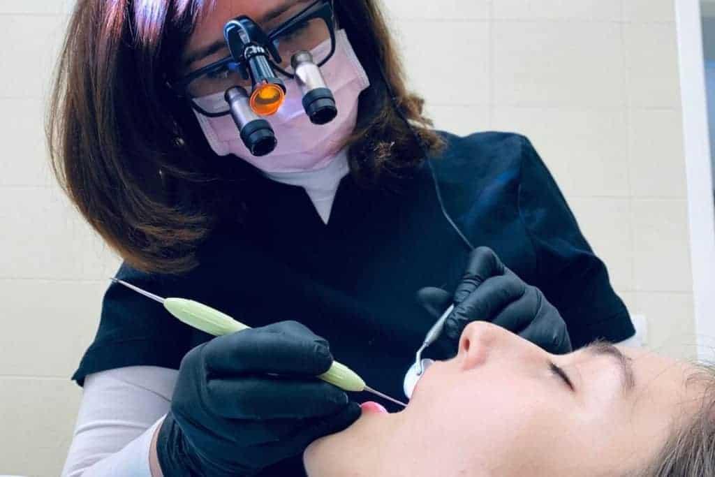 coluna y postura del odontologo